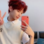 Taehyun Mirror Selfie 6