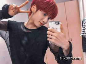 Taehyun Mirror Selfie 10