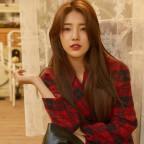 Suzy, Cosmopolitan, October, 2017 7